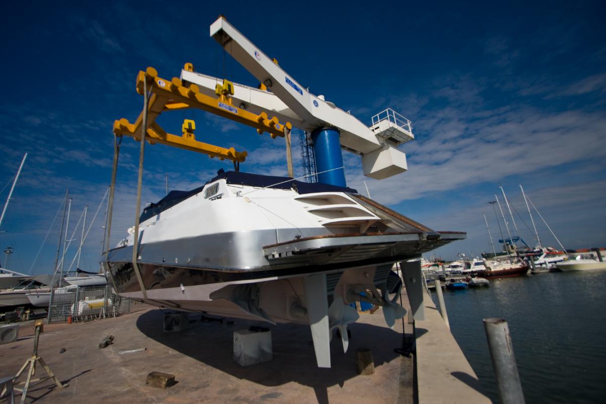 La carena alla tua imbarcazione, la manutenzione della barca alla Darsena Le Saline
